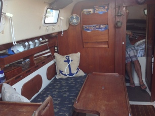 Sailboat - Hunter 30 - Salon